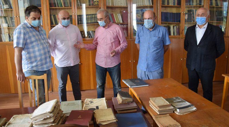 სიმონ ნოზაძის ჩართულობით ეროვნულ ბიბლიოთეკას რარიტეტული გამოცემები გადაეცა